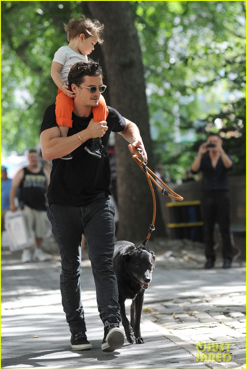 orlando bloom daddy day out with flynn 042905602