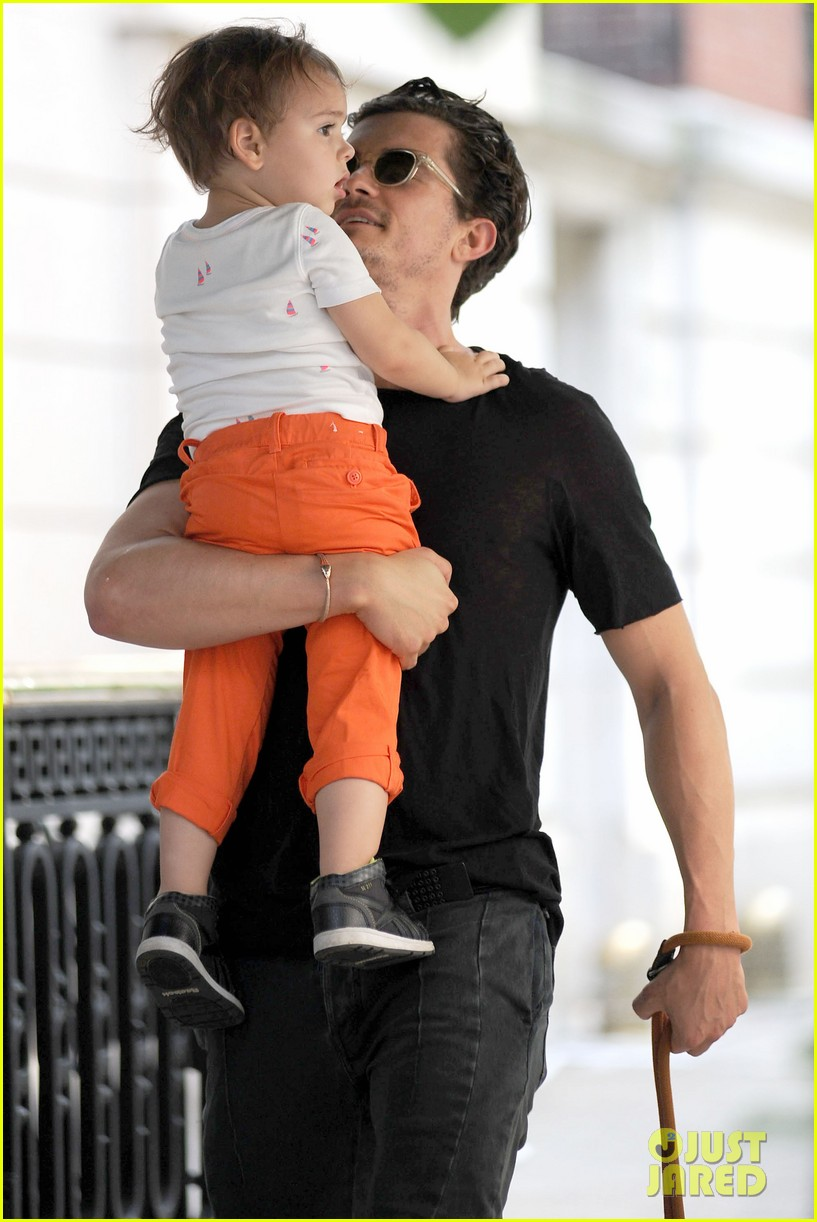 orlando bloom daddy day out with flynn 052905603