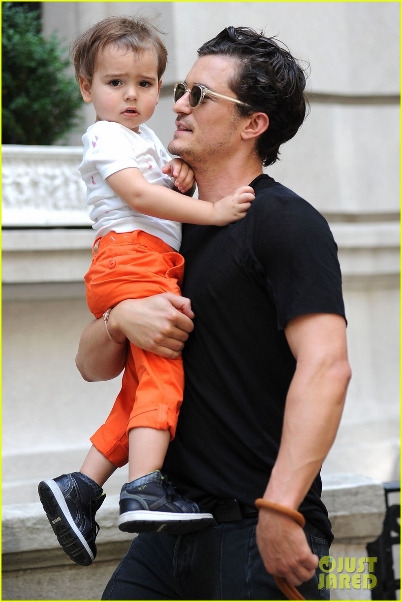 orlando bloom daddy day out with flynn 26 Orlando Bloom