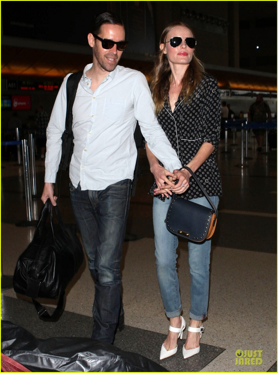 kate bosworth michael polish hold hands for south korea flight 132902135