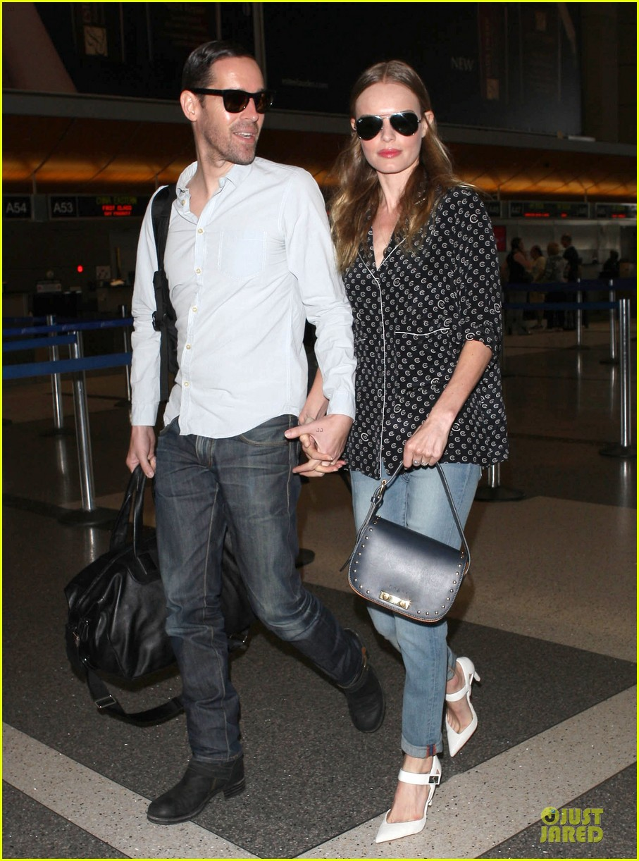 kate bosworth michael polish hold hands for south korea flight 16