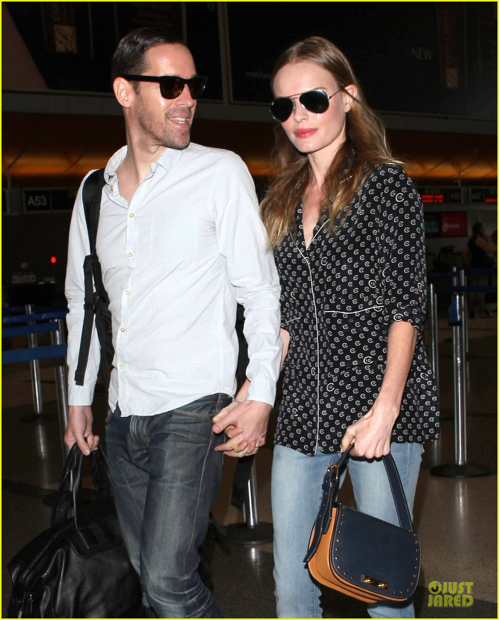 kate bosworth michael polish hold hands for south korea flight 172902139