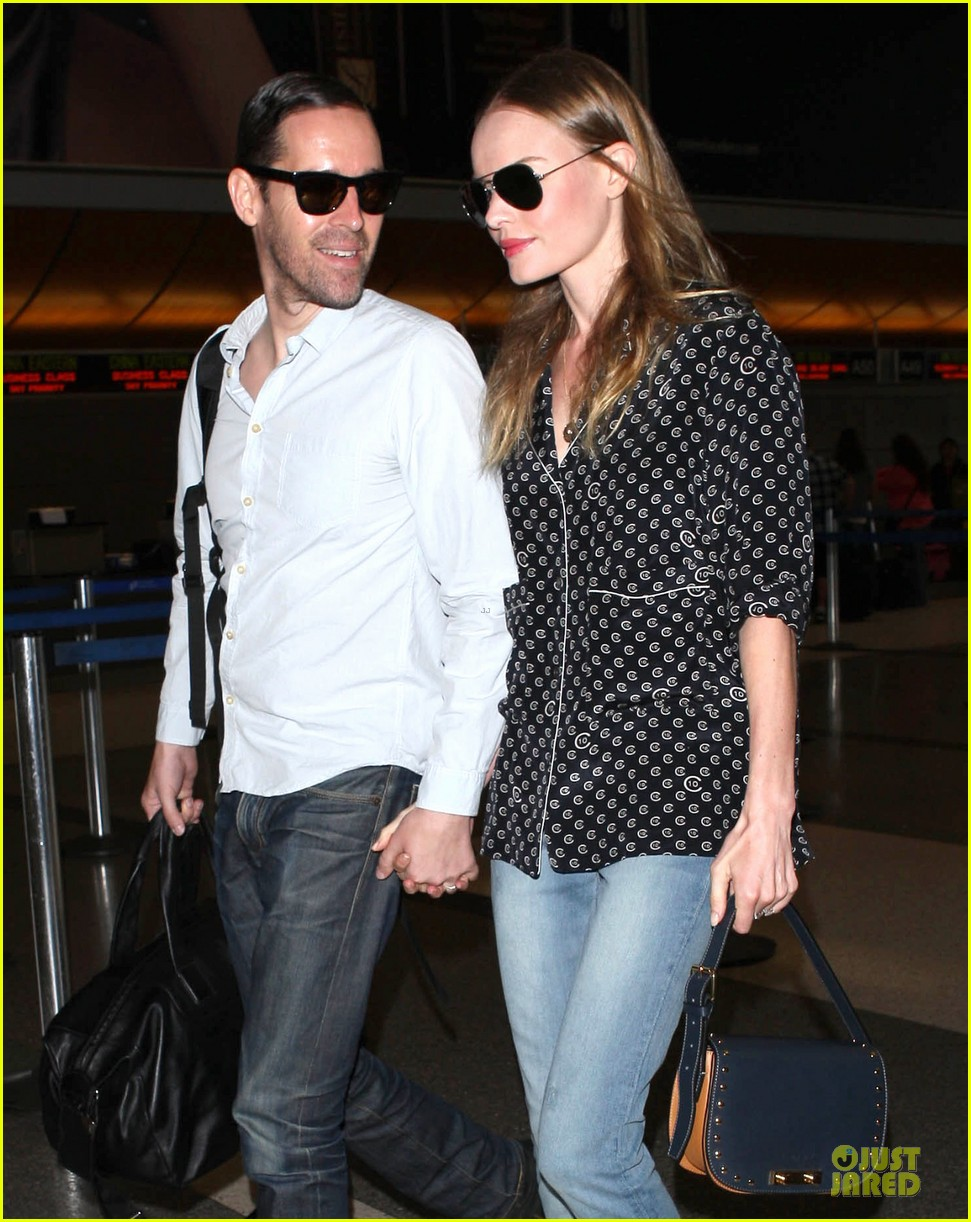 kate bosworth michael polish hold hands for south korea flight 192902141