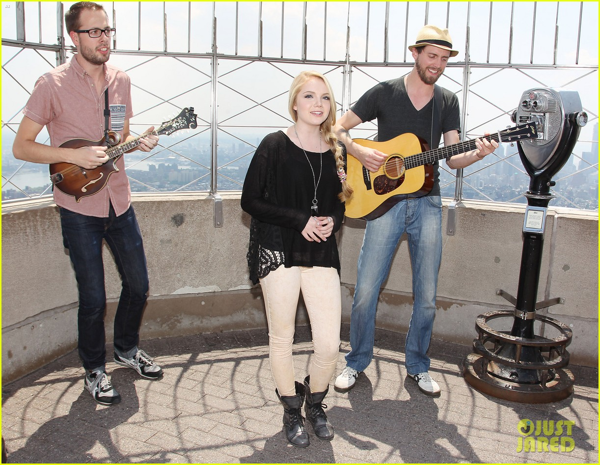 danielle bradbery debuts heart of dixie on the today show 052911351