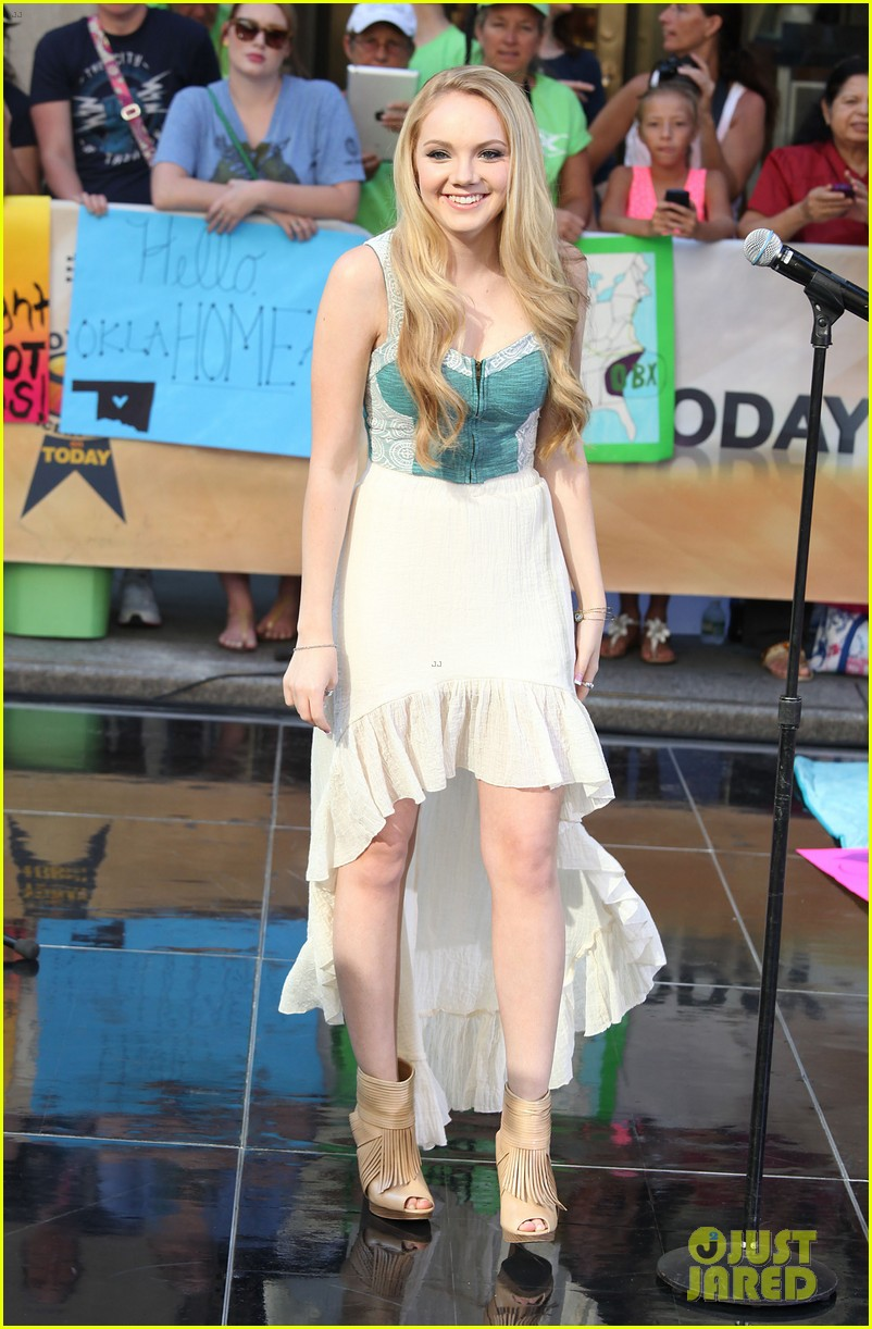 danielle bradbery debuts heart of dixie on the today show 112911357