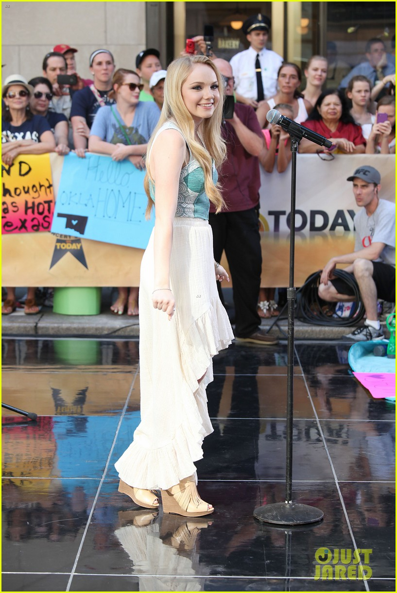 danielle bradbery debuts heart of dixie on the today show 122911358
