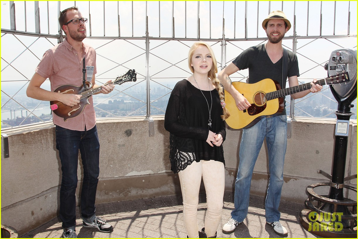 danielle bradbery debuts heart of dixie on the today show 252911371