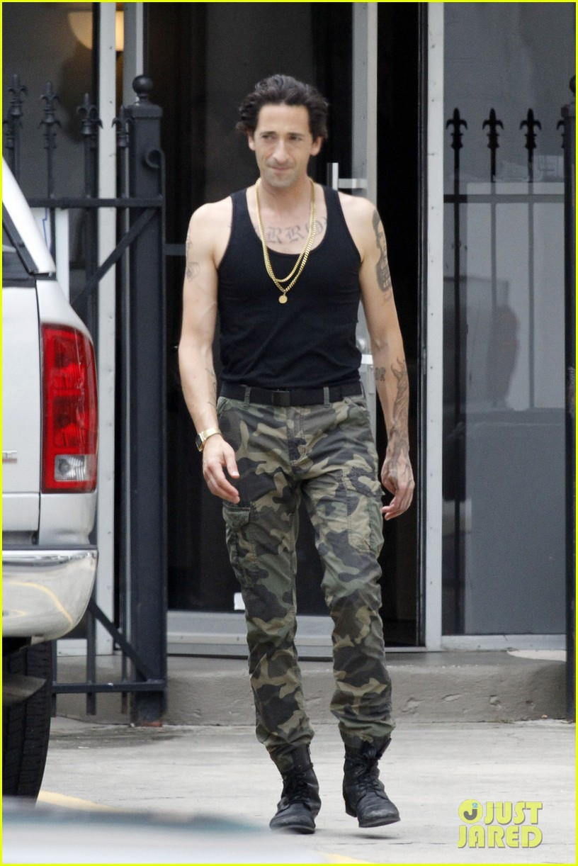 adrien brody sports fake tattoos for american heist 012910322