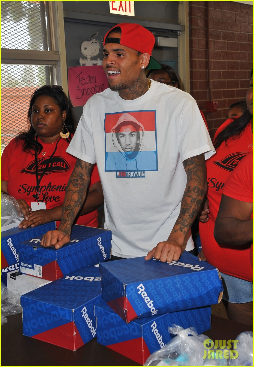 chris brown pleads not guity to hit run charges 012915915