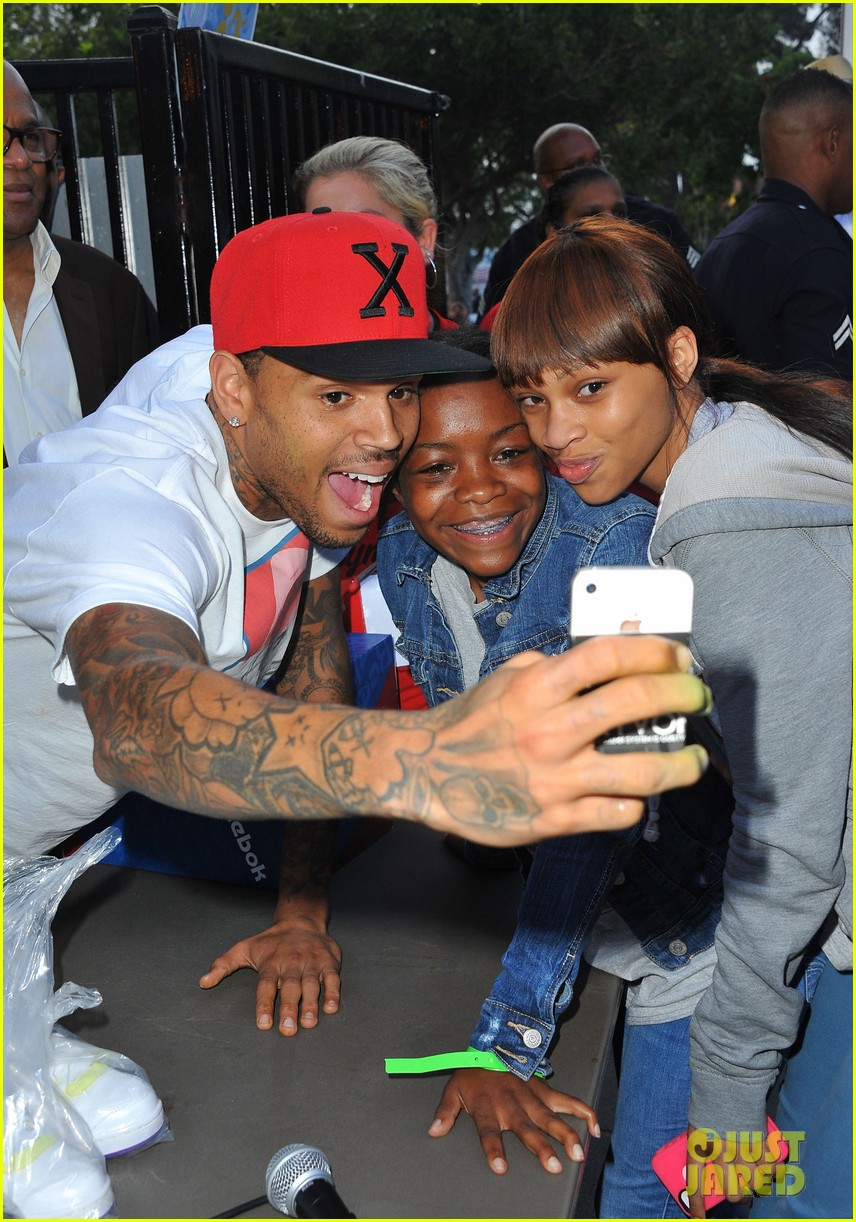 chris brown pleads not guity to hit run charges 022915916