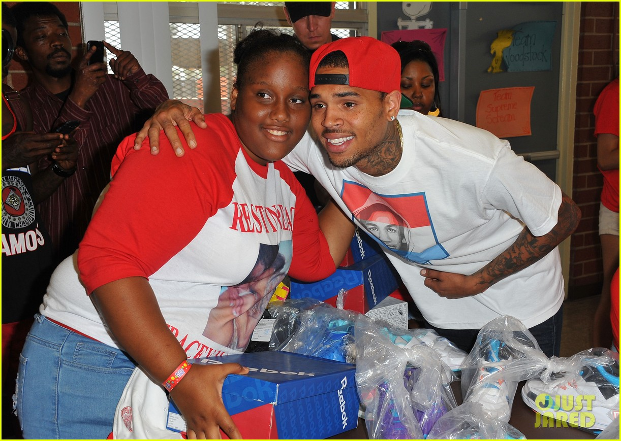 chris brown pleads not guity to hit run charges 042915918