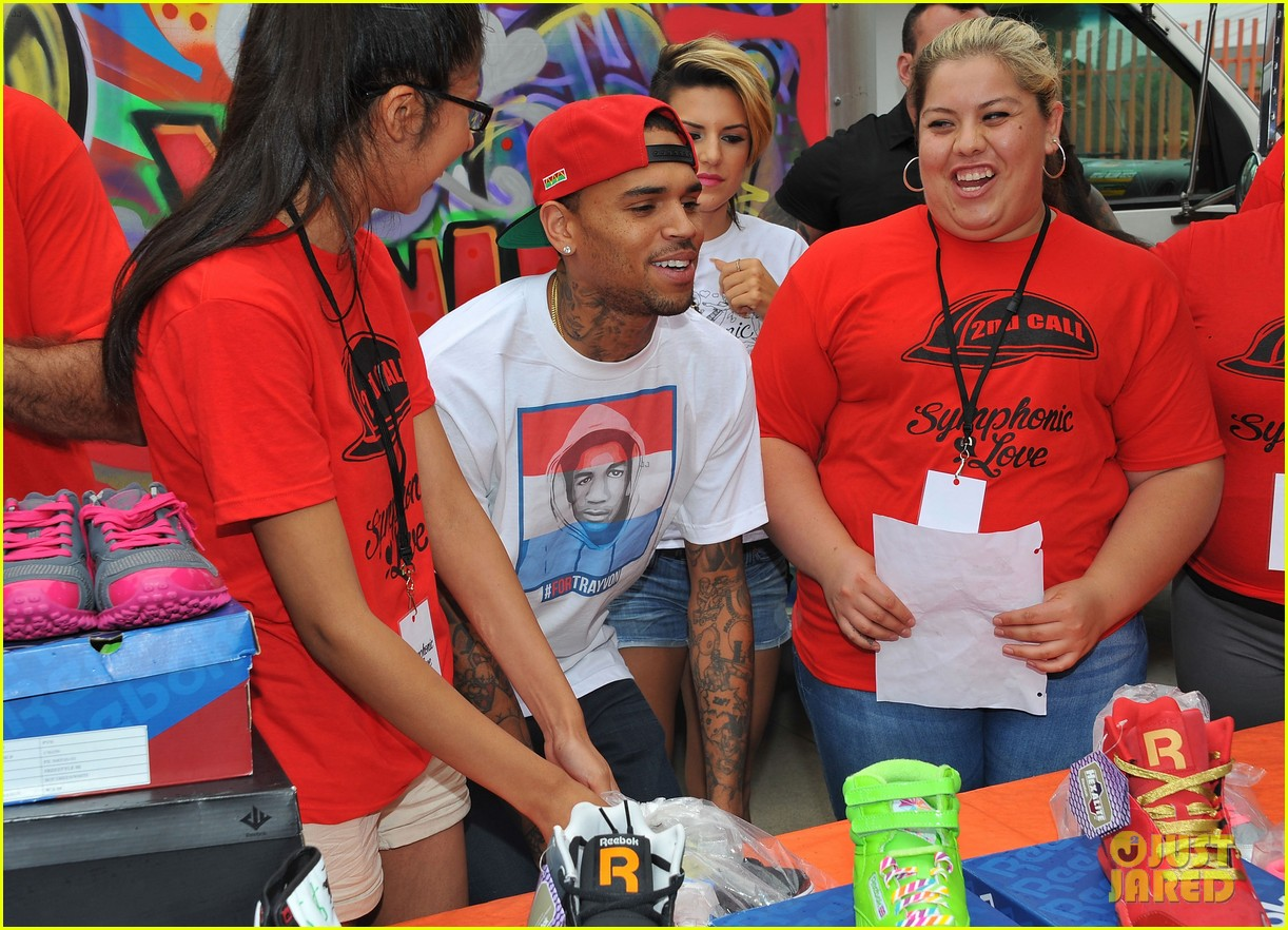 chris brown pleads not guity to hit run charges 252915939