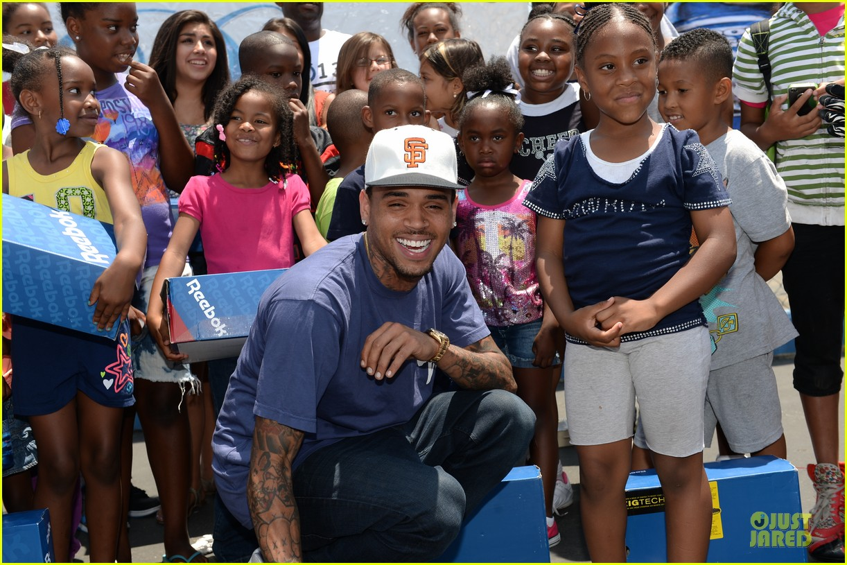 chris brown walk everywhere in unity shoes event 022905264