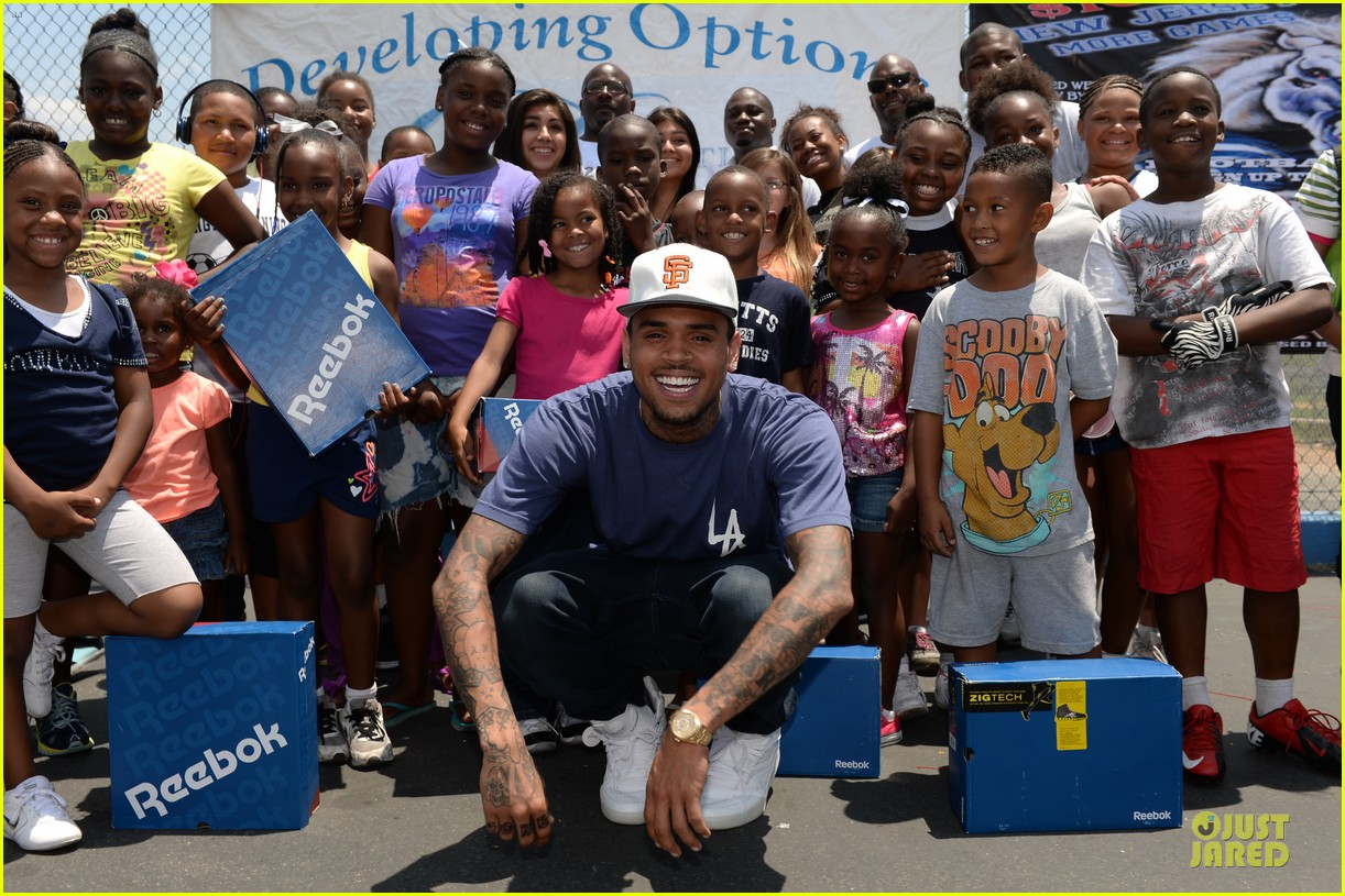 chris brown walk everywhere in unity shoes event 042905266