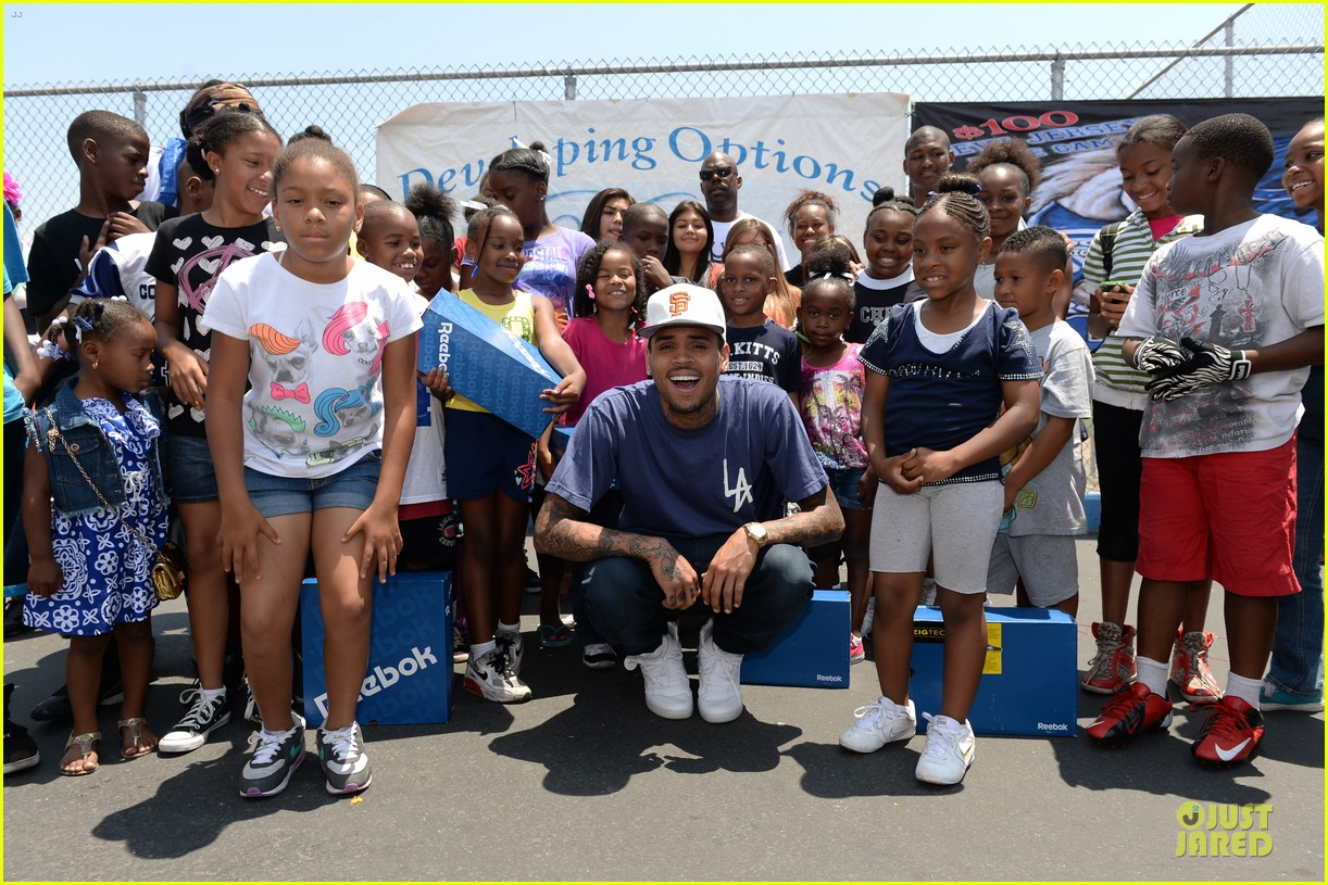 chris brown walk everywhere in unity shoes event 062905268