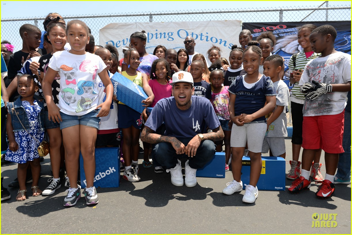 chris brown walk everywhere in unity shoes event 072905269