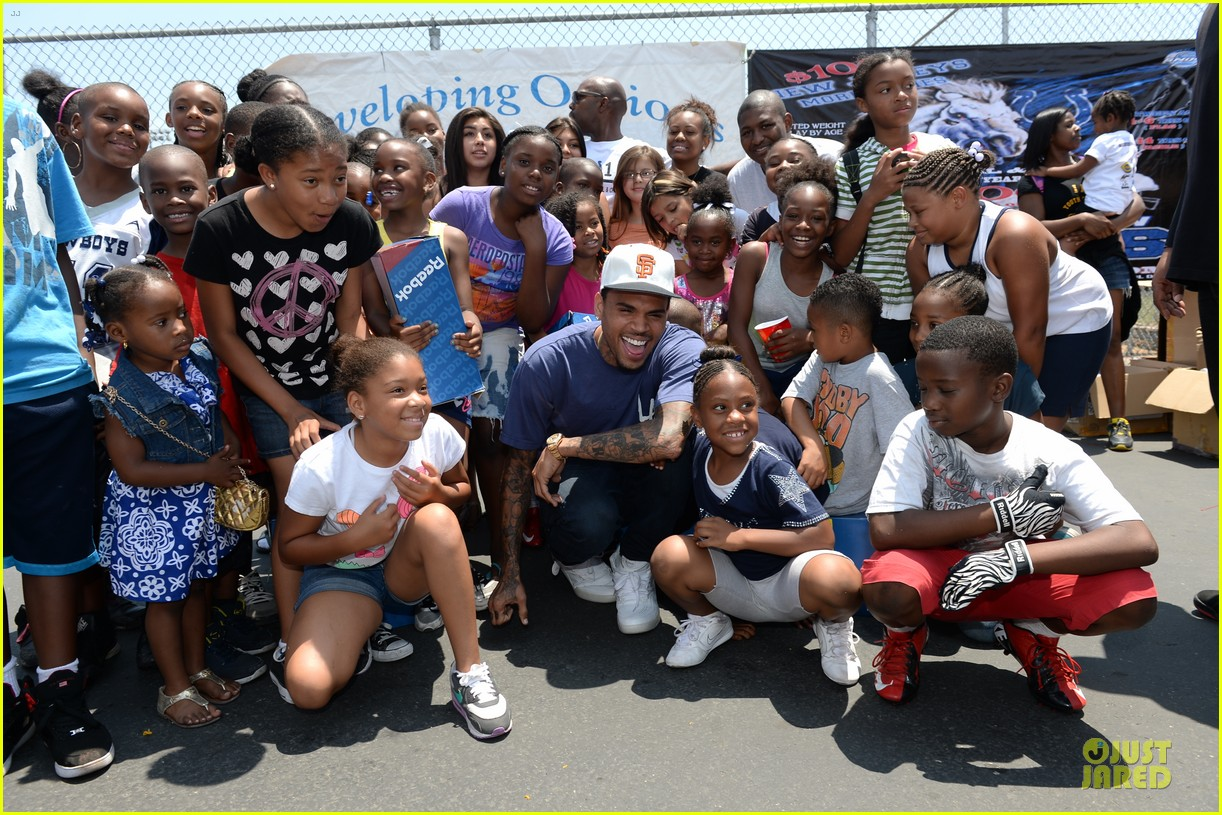 chris brown walk everywhere in unity shoes event 092905271