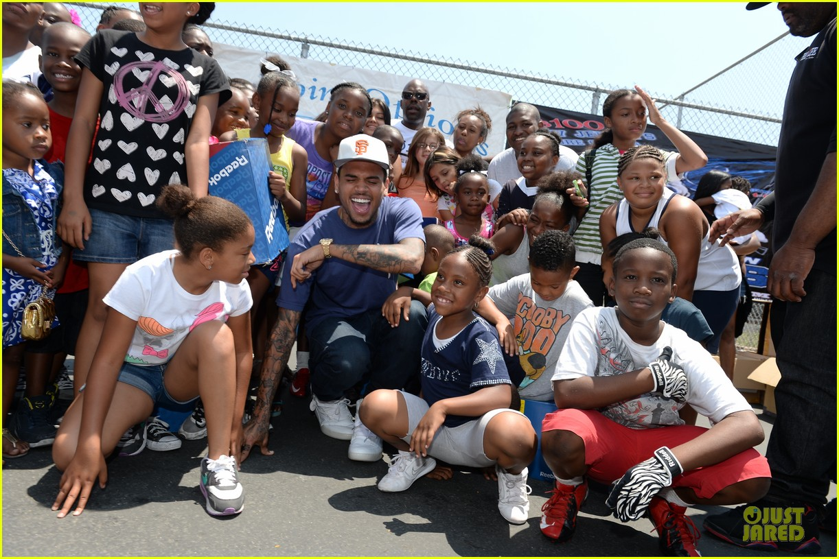 chris brown walk everywhere in unity shoes event 112905273