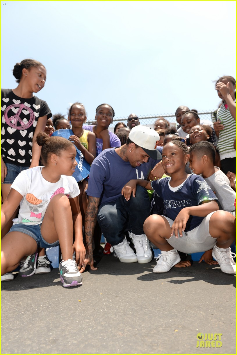 chris brown walk everywhere in unity shoes event 122905274