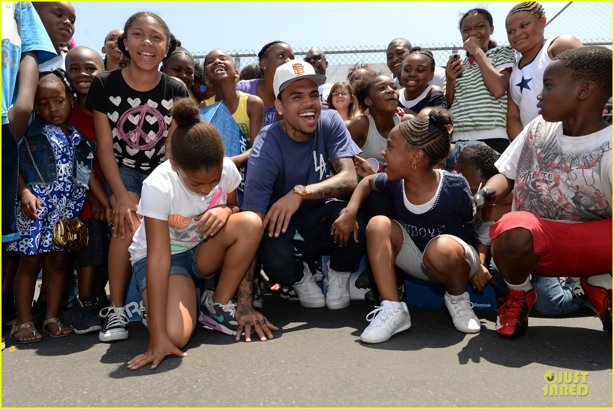 chris brown walk everywhere in unity shoes event 132905275