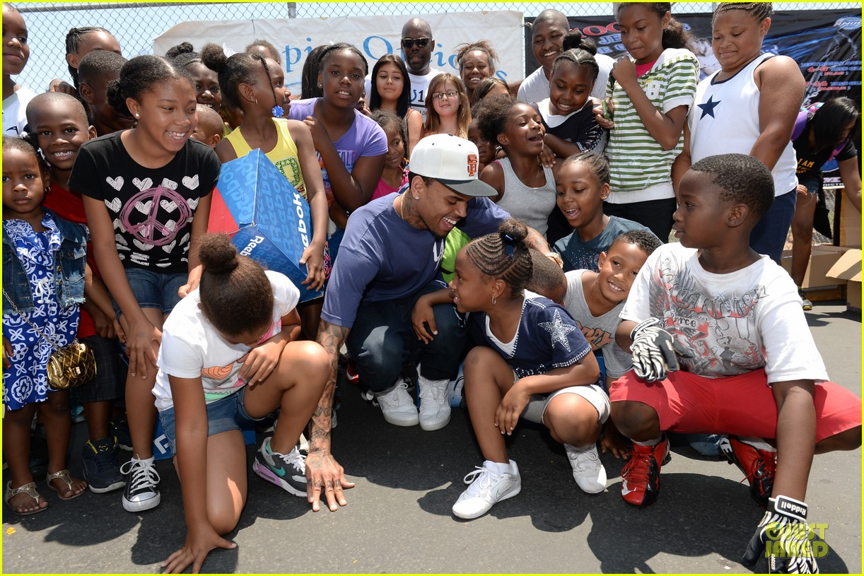 chris brown walk everywhere in unity shoes event 142905276