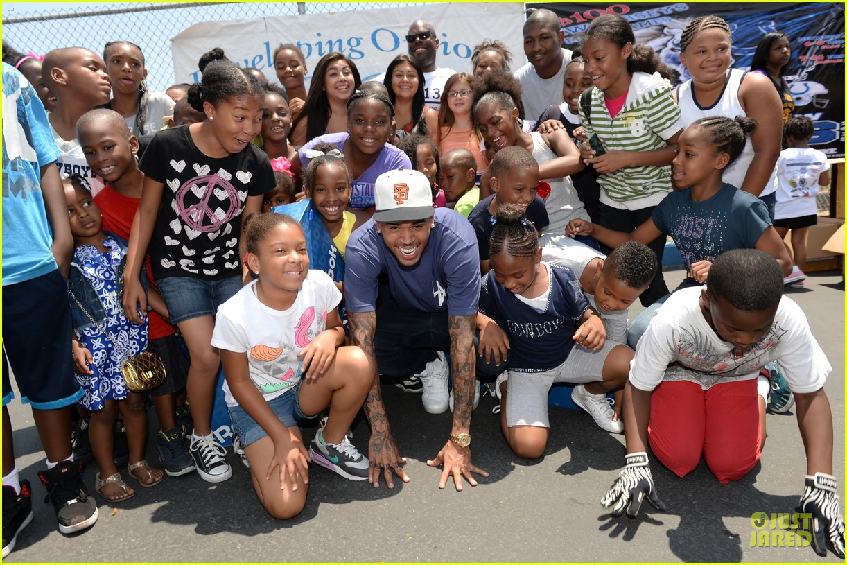 chris brown walk everywhere in unity shoes event 172905279