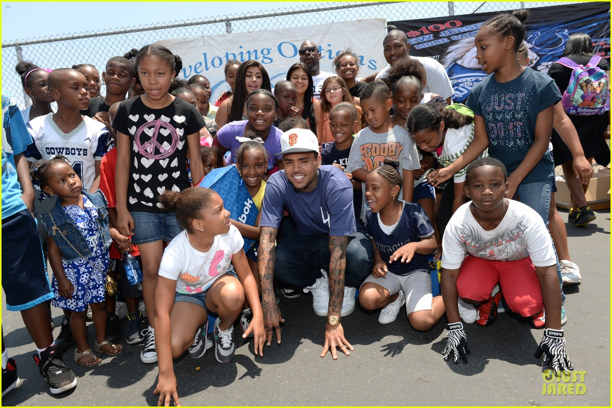 chris brown walk everywhere in unity shoes event 182905280
