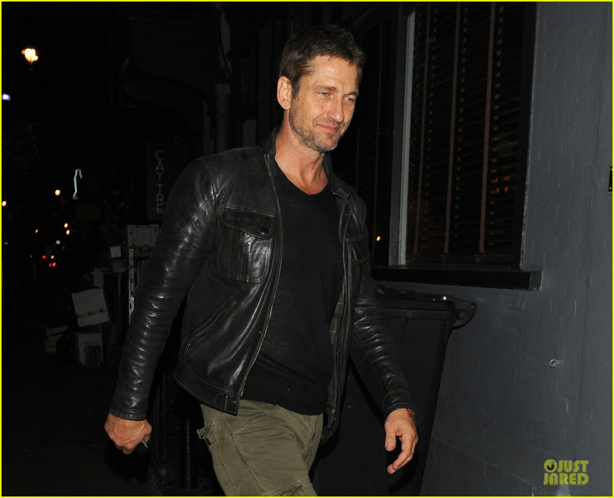 gerard butler reaches 1 million facebook fans 042920643