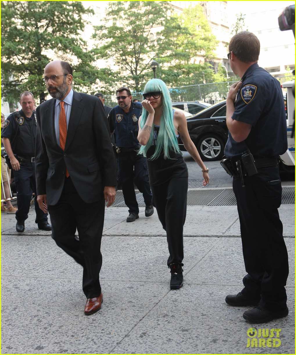 amanda bynes blue haired court appearance 01