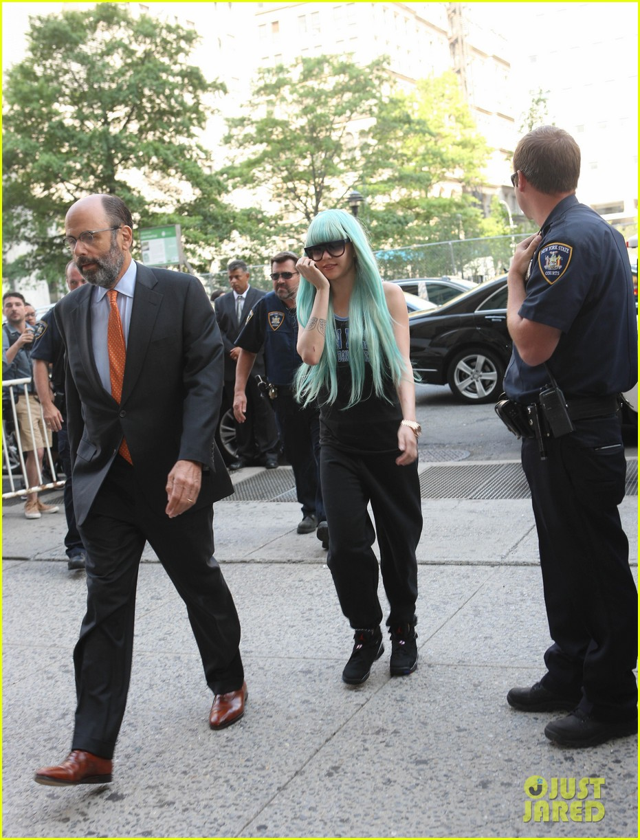 amanda bynes blue haired court appearance 032906457