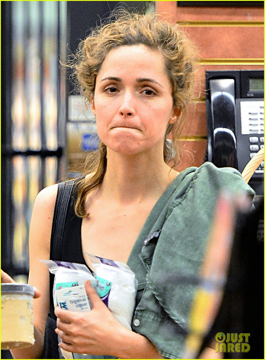rose byrne steps out after annie casting news 012914652