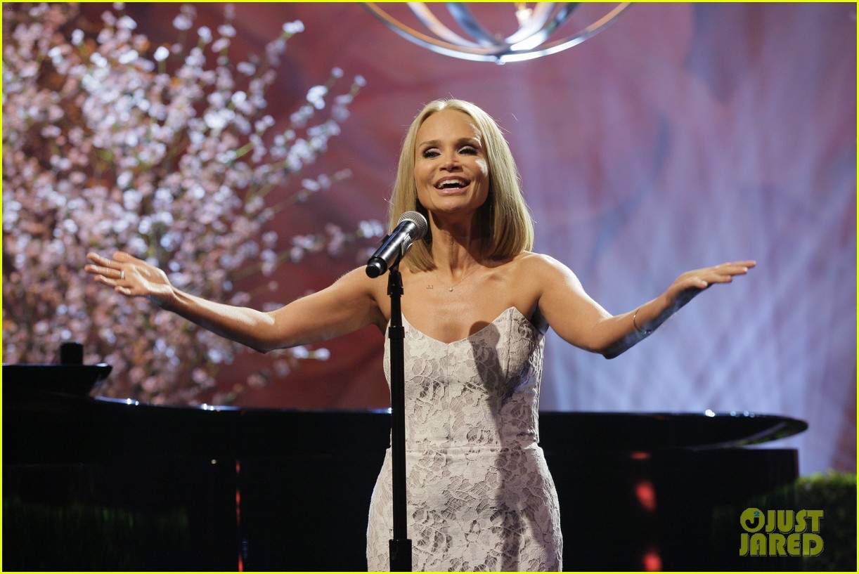 kristin chenoweth sings anthony weiner popular parody 022920561