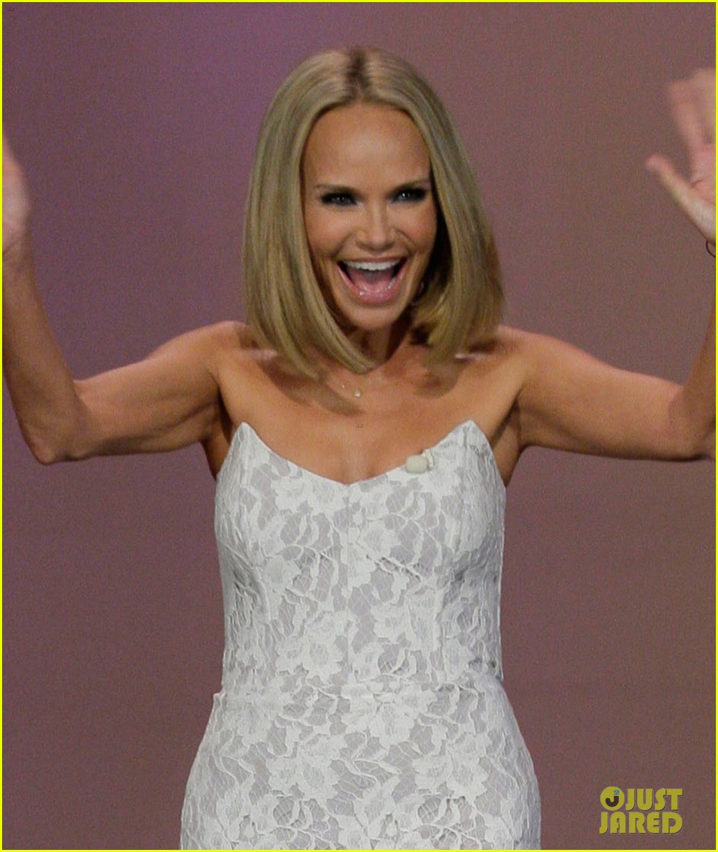 kristin chenoweth sings anthony weiner popular parody 052920564