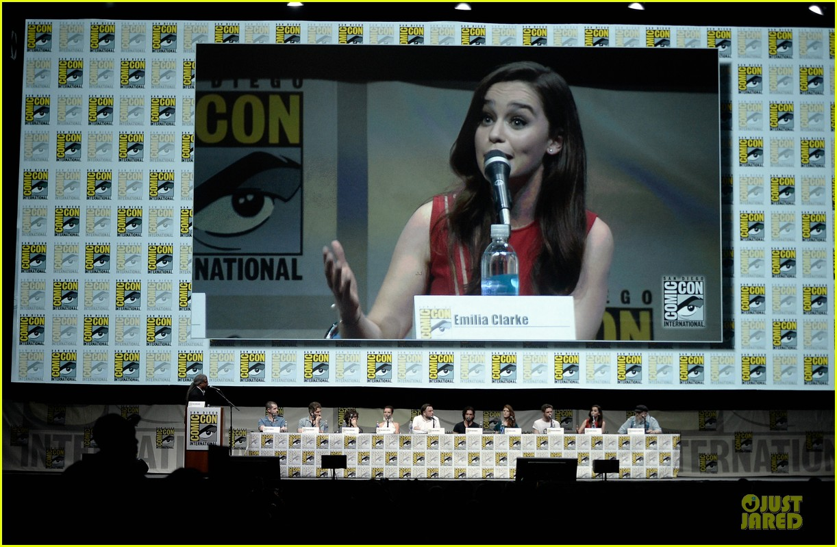 emilia clarke kit harrington game of thrones panel at comic con 102912675