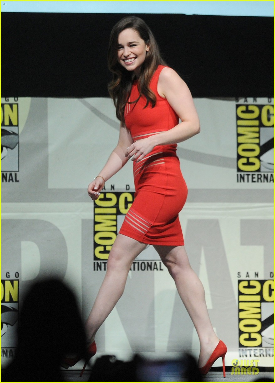 emilia clarke kit harrington game of thrones panel at comic con 132912678