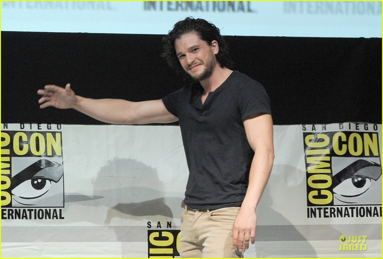 emilia clarke kit harrington game of thrones panel at comic con 142912679