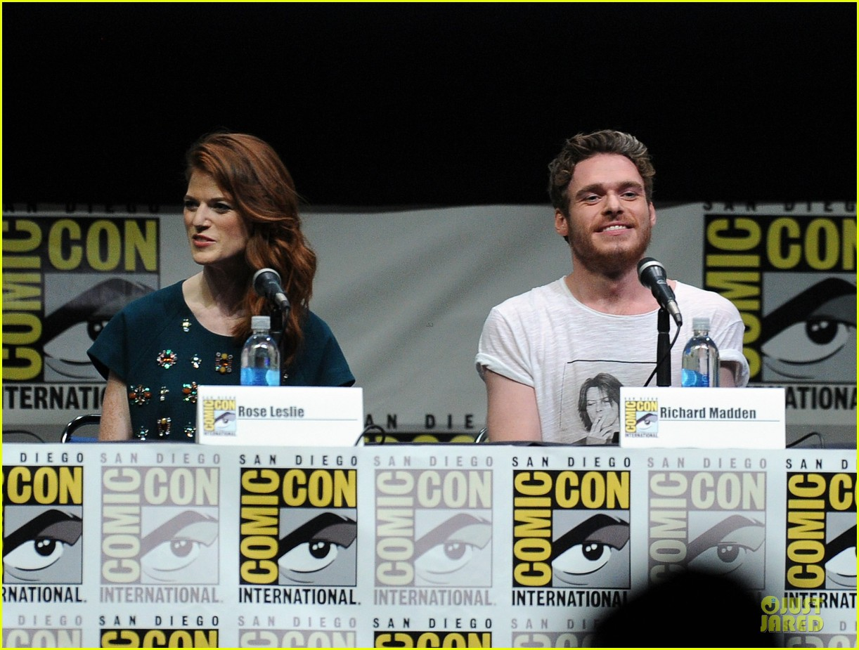 emilia clarke kit harrington game of thrones panel at comic con 152912680