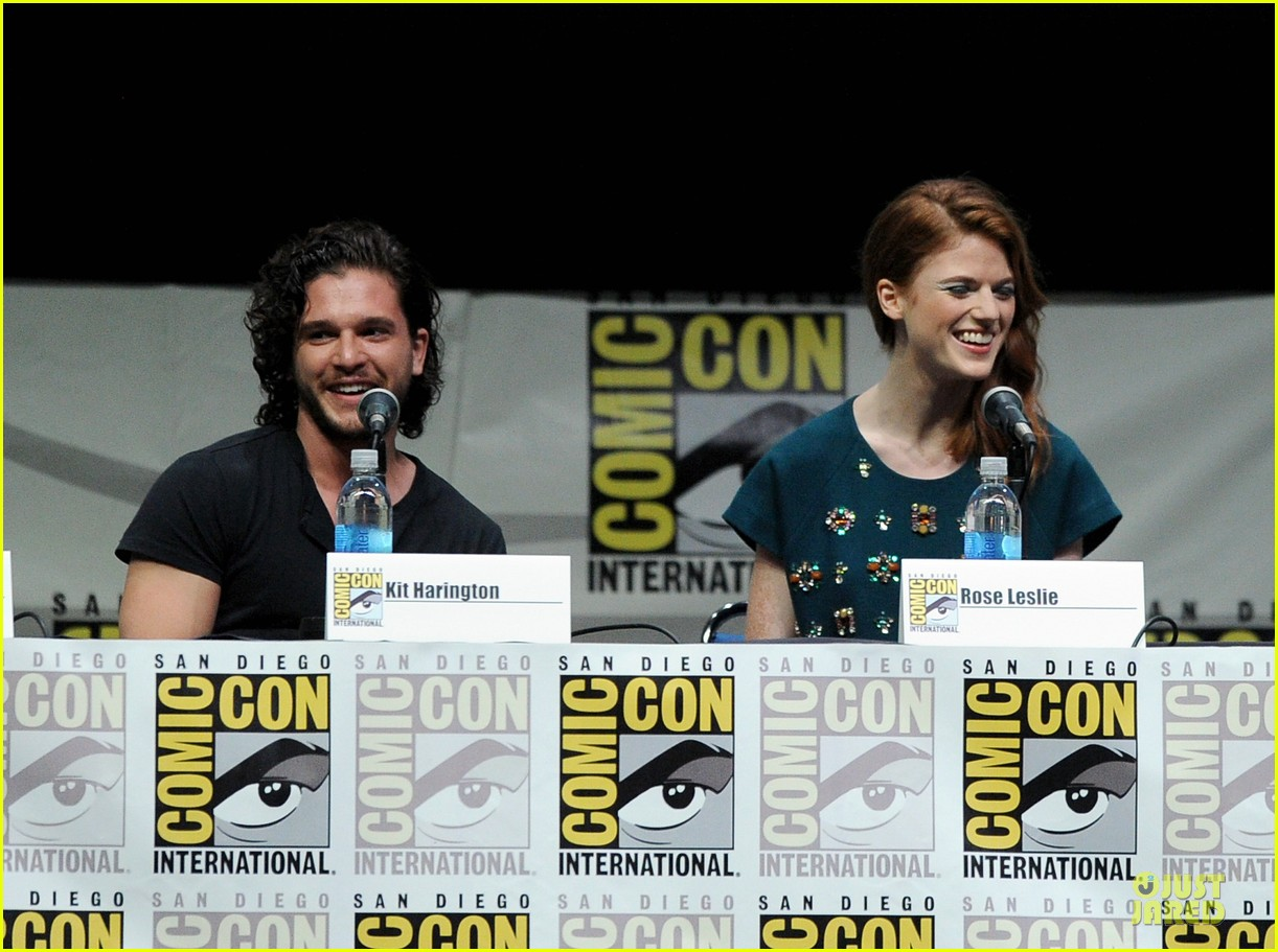 emilia clarke kit harrington game of thrones panel at comic con 162912681