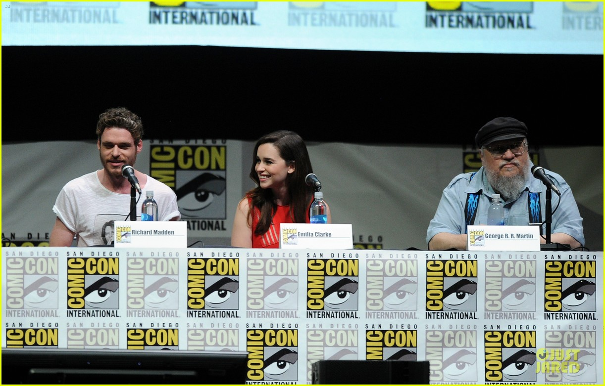 emilia clarke kit harrington game of thrones panel at comic con 17