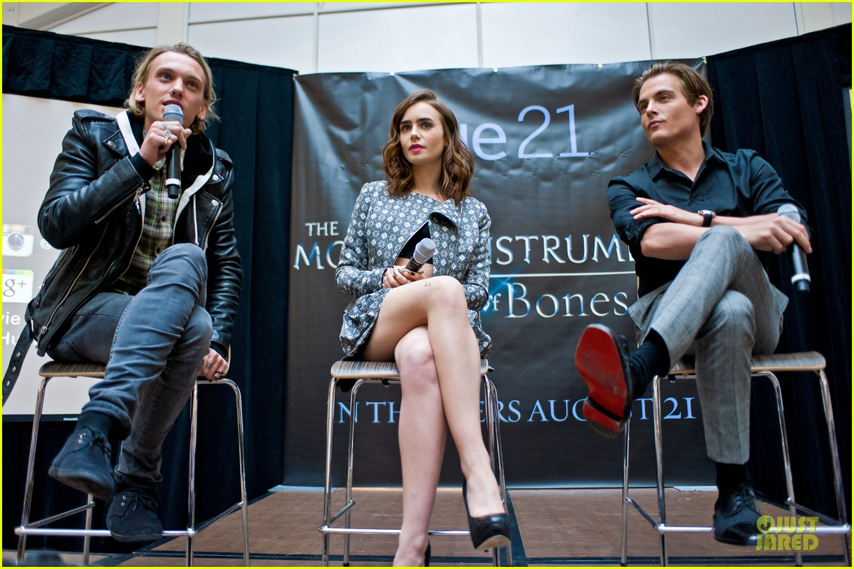 lily collins jamie campbell bower city of bones autograph signing 01