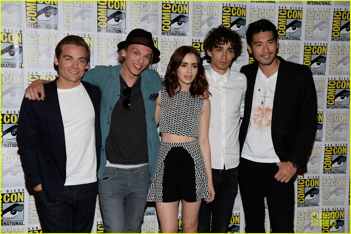 lily collins jamie bower campbell city of bones at comic con 082912481