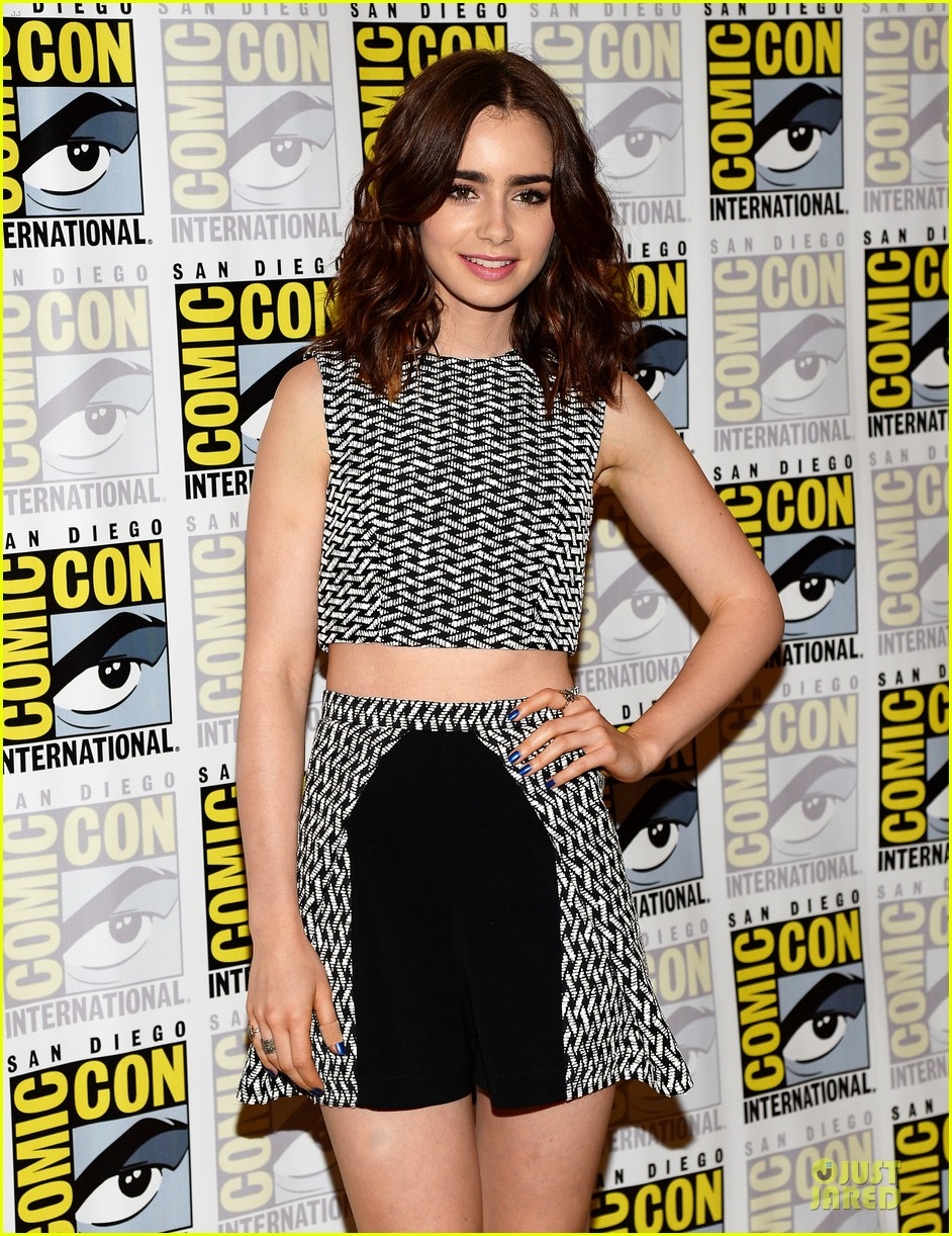 lily collins jamie bower campbell city of bones at comic con 102912483
