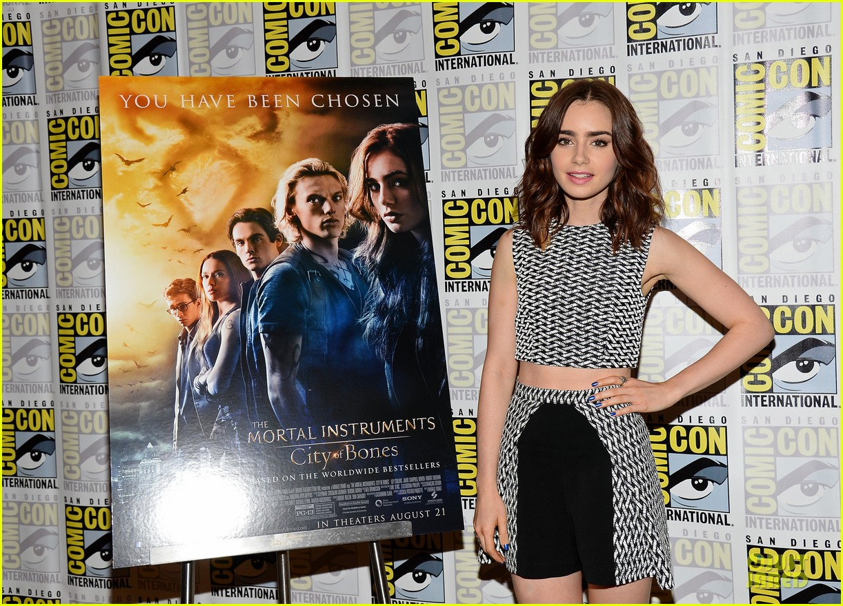 lily collins jamie bower campbell city of bones at comic con 122912485