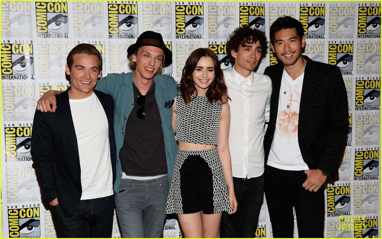 lily collins jamie bower campbell city of bones at comic con 132912486
