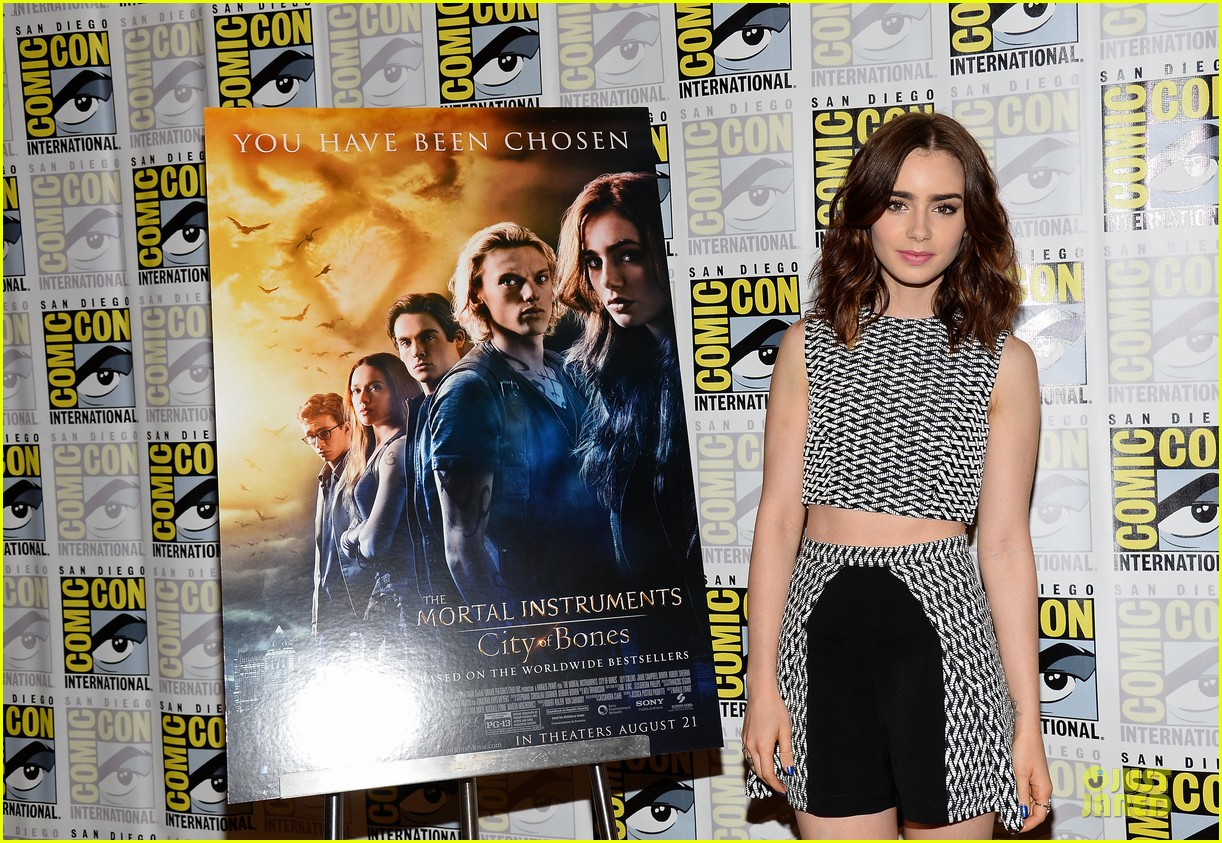 lily collins jamie bower campbell city of bones at comic con 142912487