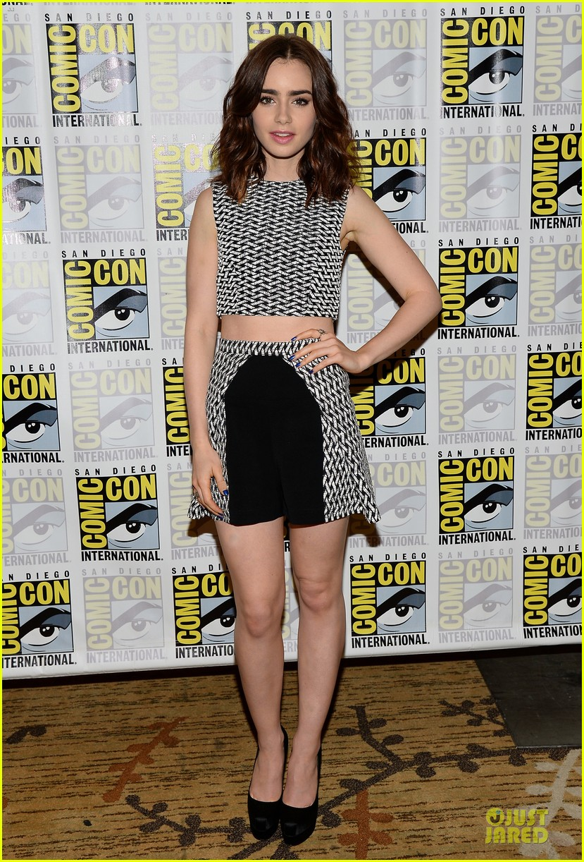 lily collins jamie bower campbell city of bones at comic con 162912489
