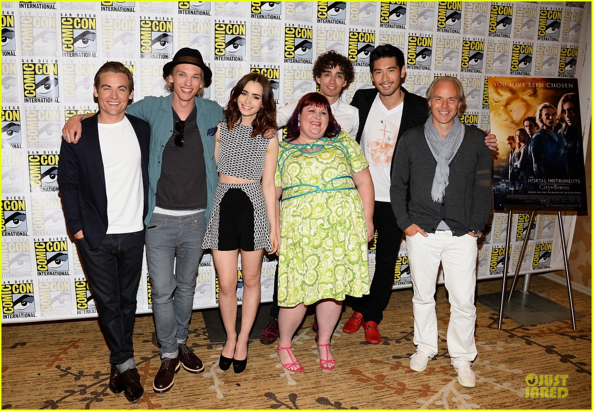 lily collins jamie bower campbell city of bones at comic con 172912490