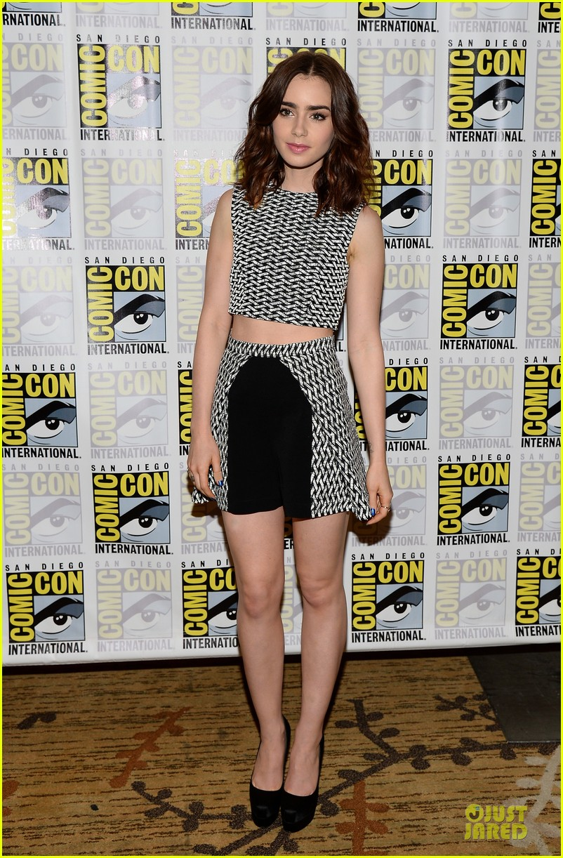 lily collins jamie bower campbell city of bones at comic con 192912492