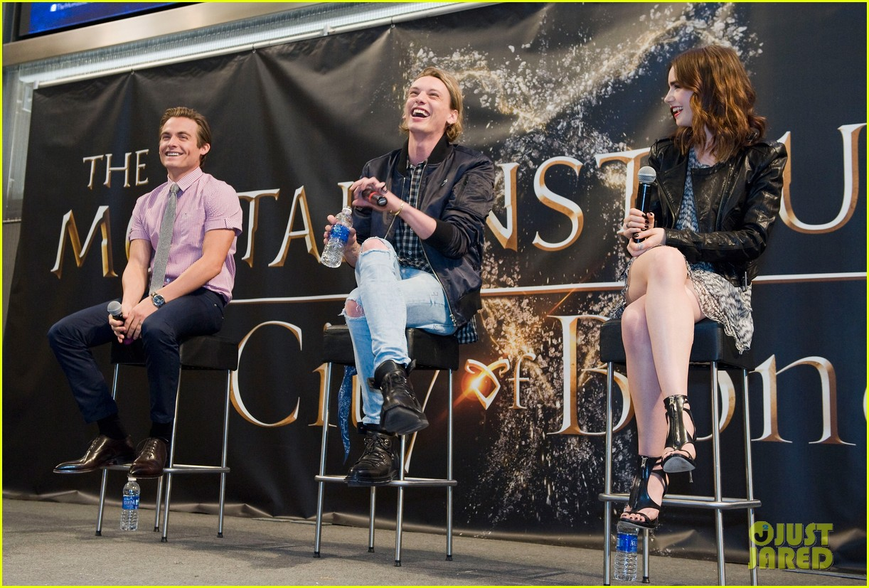 lily collins jamie campbell bower mortal instruments signing 012919111