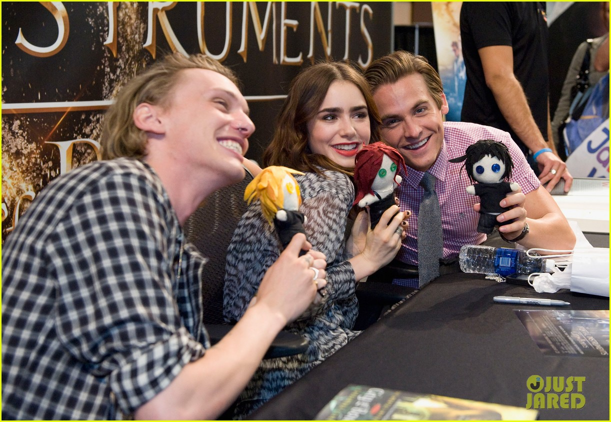 lily collins jamie campbell bower mortal instruments signing 072919117